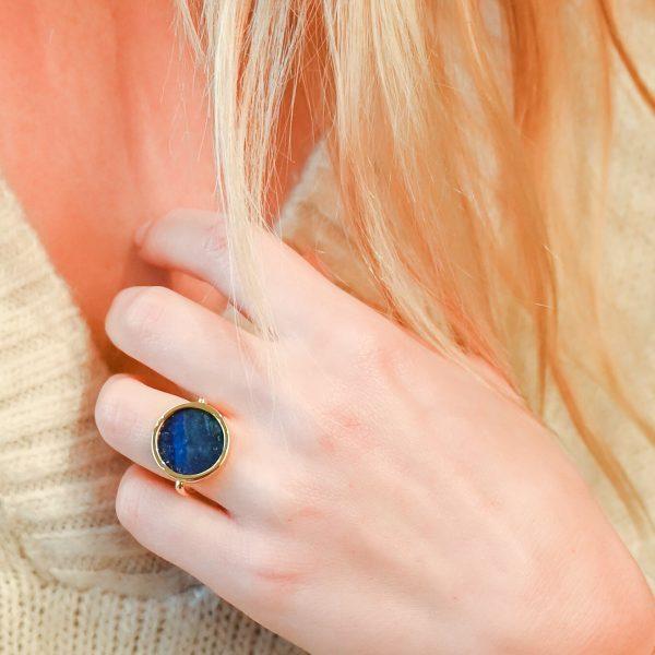 Bague jeton lapis lazuli or