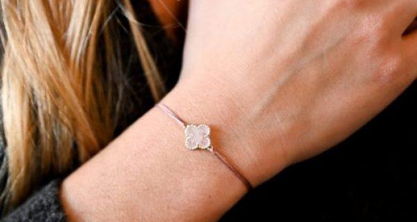 Bracelet cordon mini trèfle nacre doré